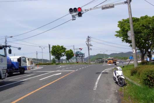 総社大橋から市内に向けて、交差点の右から2番目道路へ道なりに進みます